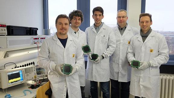 Das Team der BEESAT Cube-Satelliten von der Technischen Universität Berlin. Digpl-Ing. Frank Baumann (2.v.r.) ist der Ansprechpartner der Mission.