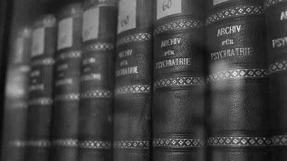 Bände des Archivs für Psychiatrie an der Uniklinik Halle