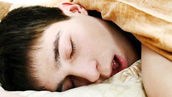 Ein schlafender Mann