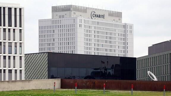 Bettenhaus der Charité mit Schriftzug in Berlin Mitte