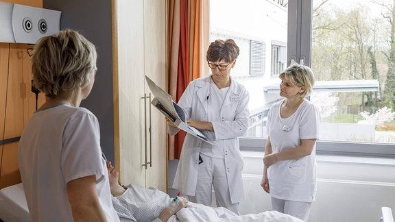 Ärztliche Visite im Krankenhaus Spremberg