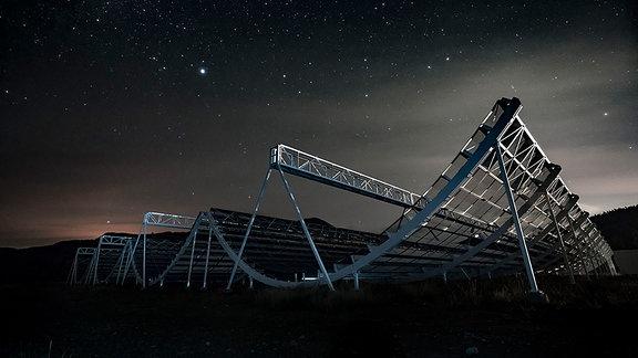 Das CHIME-Radioteleskop ist in Form offener Röhren konstruiert