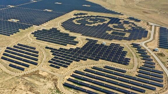Luftbild einer Photovoltaik-Anlage in China.