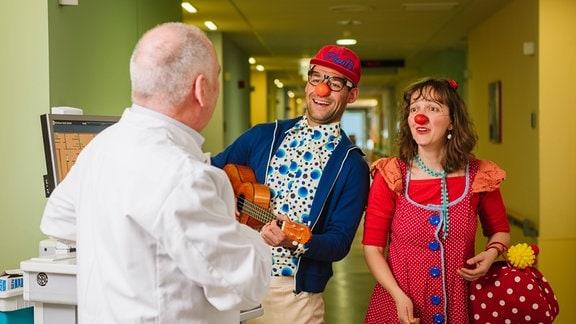 Clowns in einer Klinik