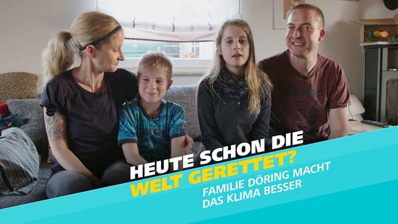 """Familie Döring aus Magdeburg: Jenny, Jakob, Charlotte und Thomas. Schrift: """"Heute schon die Welt gerettet? Familie Döring macht das Klima besser."""""""