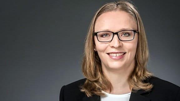 Dr. Ulrike Hunger, Portrait