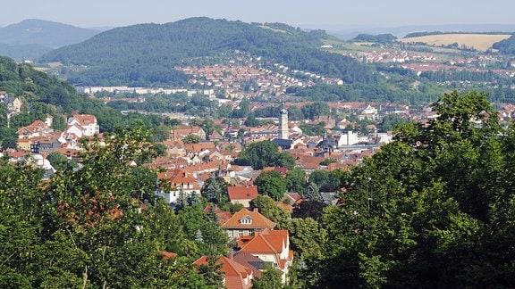 Blick vom Burschenschaftsdenkmal auf der Göpelskuppe auf die Stadt Eisenach, Thüringen