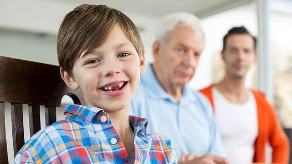 Kind, Eltern und Großeltern