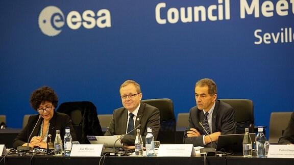 ESA-Chef Jan Wörner bei ESA-Konferenz in Sevilla