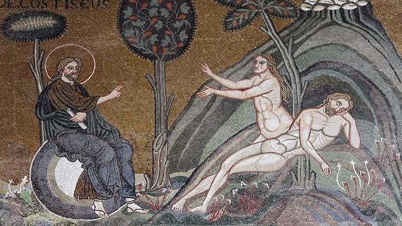 Gott lässt Eva aus der Rippe von Adam wachsen, byzantinisches Goldgrund-Mosaik in der Kathedrale Santa Maria Nuova.