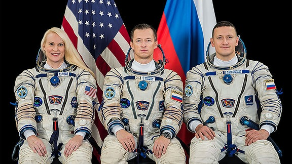 Die Expedition-64-Crew auf der Internationalen Raumstation ISS. Von Links nach rechts: NASA-Astronautin Kate Rubins und die Roskosmos-Kosmonaut Sergey Ryzhikov und Sergey Kud-Sverchkov.