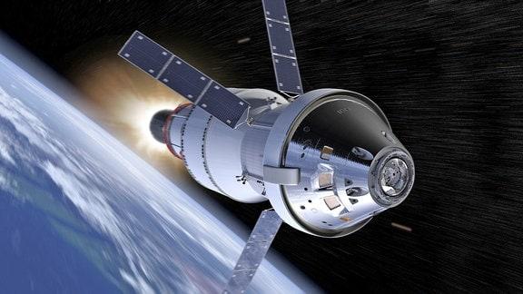 Raumschiff fliegt über Erde