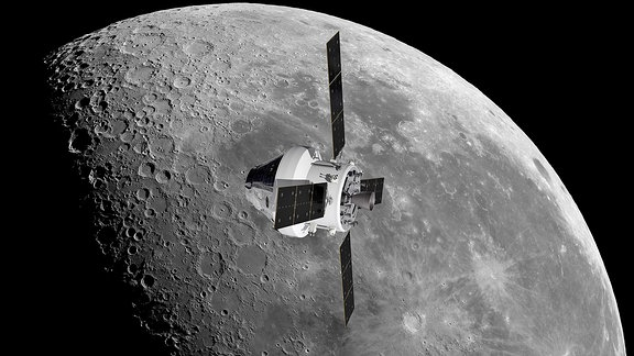 Raumschiff fliegt über Mond
