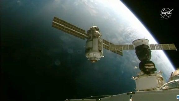 Das Andockmanöver des neuen ISS-Forschungsmoduls Nauka.