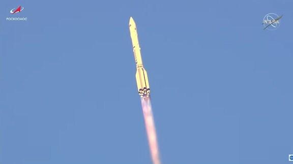 Erfolgreicher Launch der russischen Proton-M Trägerrakete. An Bord befindet sich das neue Forschungsmodul für die Internationale Raumstation ISS, Nauka (Wissenschaft).