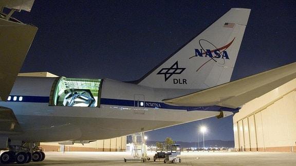 Das in Deutschland gebaute 2,7 Meter-Infrarotteleskop im Rumpf der Boeing 747SP.