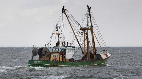 Ein Fischerboot auf dem Meer
