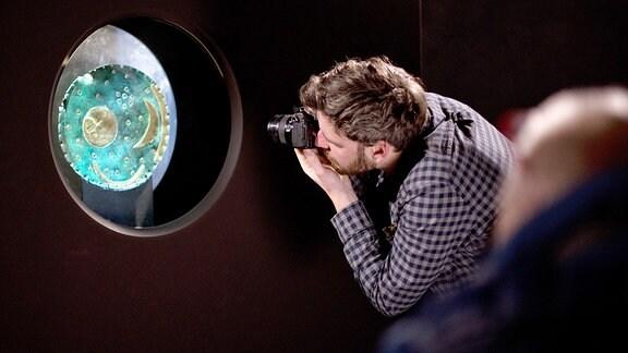 Dreharbeiten von Lexi-TV im Landesmuseum für Vorgeschichte in Halle, anlässlich 15 Jahre Erforschung der Himmelsscheibe von Nebra.