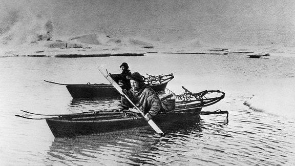 Fridtjof Nansen und Hjalmar Johansen in Booten