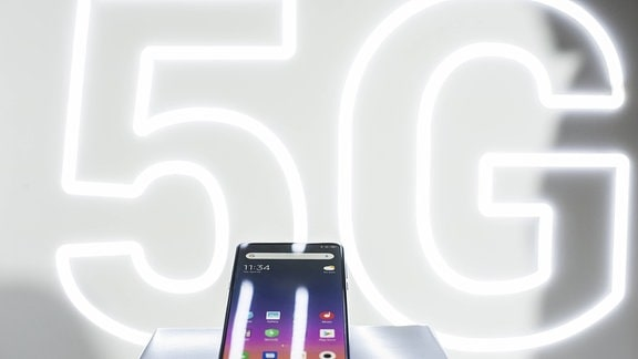 Das neue Xiaomi Mi Mix3 mit 5G, bei der Vorstellung von Xiaomi während des Mobile World Congress am 24. Februar 2019 in Barcelona, Spanien.