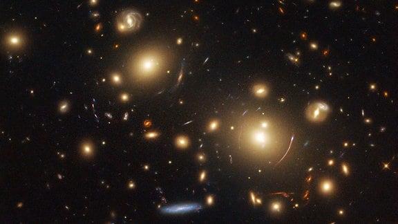 Sterne und Galaxien im All.