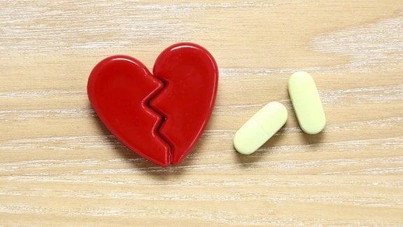 Gebrochenes Herz und Pillen