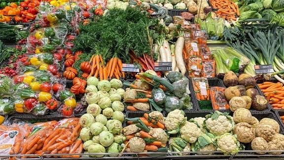 Obst und Gemüse in einem Supermarkt