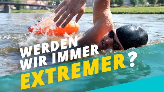 """Ein Mann mit Badekappe schwimmt durch die Elbe. Im Hintergrund eine große Kirche. Darauf der Schriftzug: """"Werden wir immer extremer?"""""""