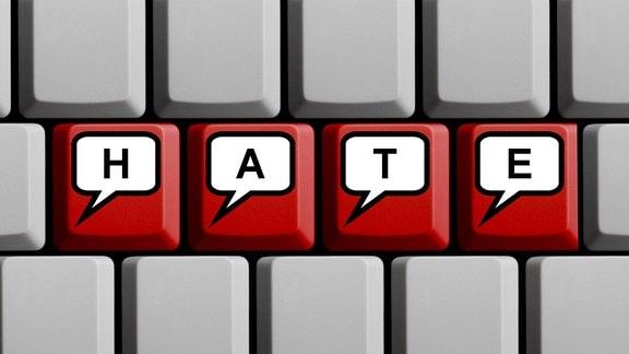 Auf roten Computertasten stehen in in jeweils einer Sprechblase die Buchtaben H, A, T, E