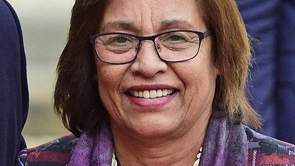 Porträt von Frau mit schwarzer Brille und kinnlangen Haaren: Hilda Heine, Präsidentin der Marshallinseln
