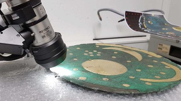 Die Himmelsscheibe unter dem Mikroskop