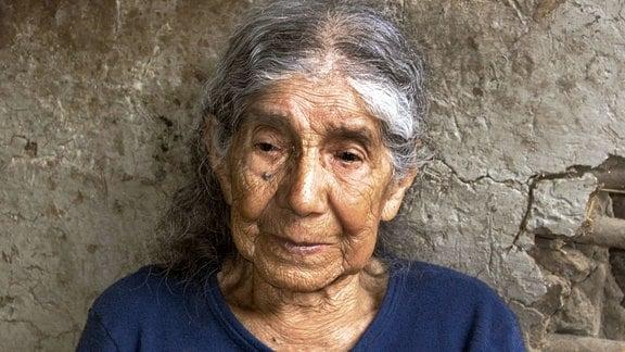 Hundertjährige Frau im Dorf Vilcabamba im Tal der Hundertjährigen, Ecuador, Südamerika.