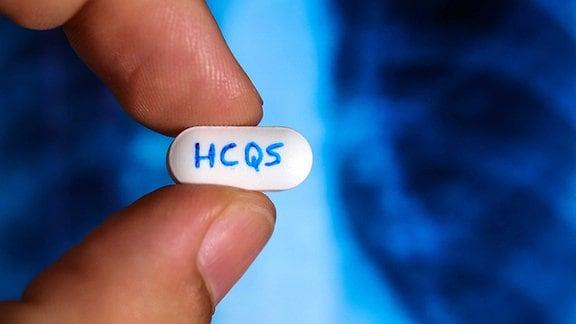 Auf einer Tablette steht HCQS