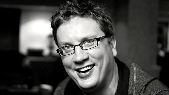 Schwar-weißes Porträtfoto des Verhaltensforschers Iain Couzin