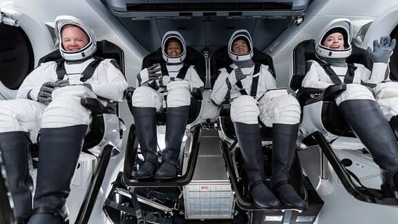Die Crew der Inspiration – zwei Frauen, zwei Männer sind die ersten zivilen Raumfahrer.