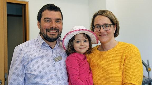 Die Mensa-Mitglieder Christoph und Kathleen Gommel mit ihrer Tochter.