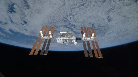 Die ISS, fotografiert beim Rundumflug der Space-Shuttle-Mission STS-119 im Jahr 2009