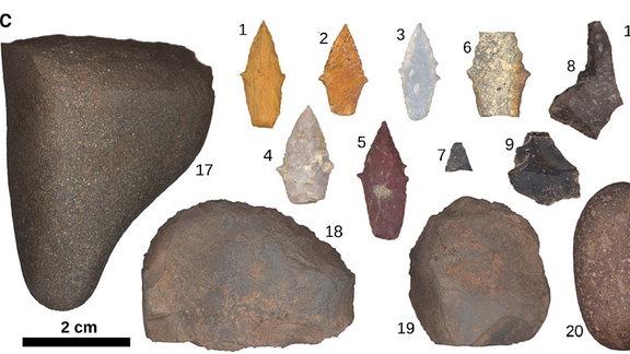 Einige der Jagdwerkzeuge, die in Peru gefunden wurden.