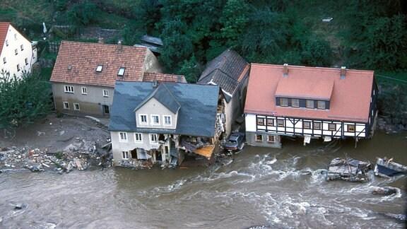 Luftaufnahme zeigt zerstörte Wohnhäuser im Müglitztal.