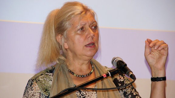 Psychologin und Linkshänderberaterin Johanna Barbara Sattler im Portrait.
