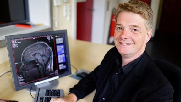 Psychologe und Neurowissenschaftler John-Dylan Haynes im Portrait.