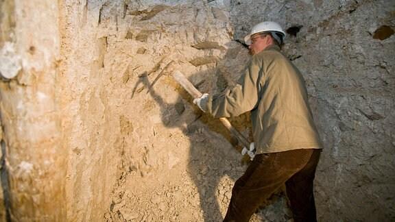 Mann arbeitet 2007 der in Kaolingrube Seilitz
