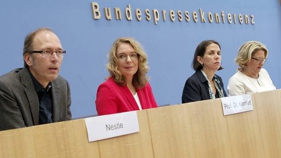 Svenja Schulze, Katja Rietzler, Claudia Kemfert und Uwe Nestle