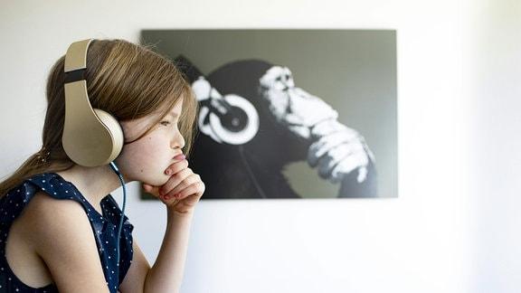 Kind und Schimpanse