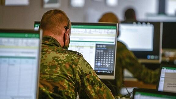 Soldaten unterstützen das Gesundheitsamt bei der Corona-Kontaktnachverfolgung