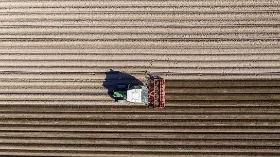 Eine landwirtschaftliche Maschine im Einsatz