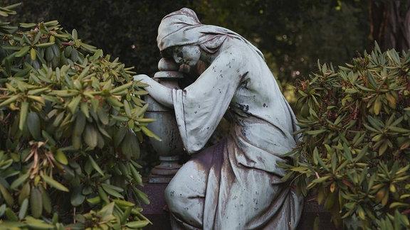 Skulptur auf Friedhof