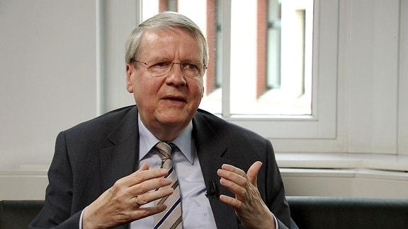 Prof. Jörg Hacker, Präsident der Nationalen Akademie der Wissenschaften Leopoldina in Halle, im MDR-Interview