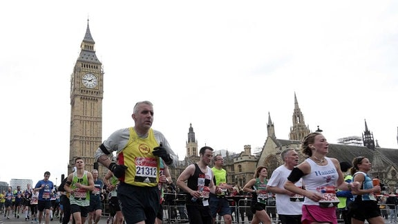 Marathon-Läufer vor dem Big Ben in Lonon am 24. April 2016.