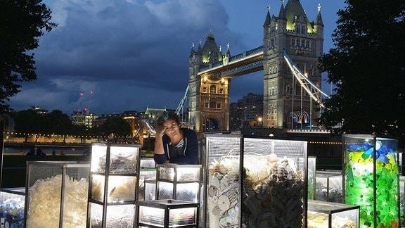 Skulptur aus Müll in London.